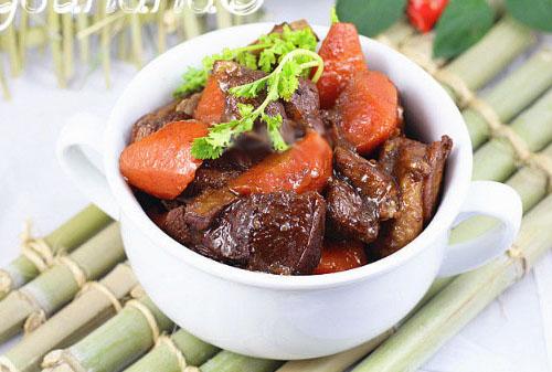 羊肉的做法大全:萝卜羊肉汤、香辣炖羊肉、葱爆羊肉的做法步骤