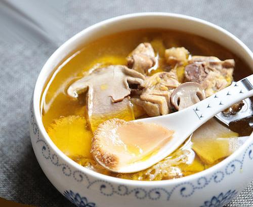 家常菌菇炖汤