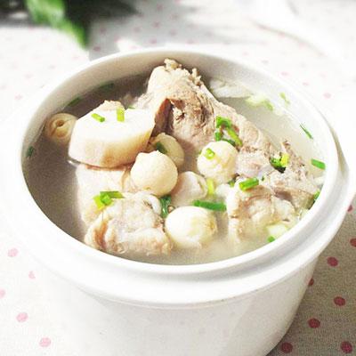 滋补养生菜谱莲子山药排骨汤的做法,满满的营养价值